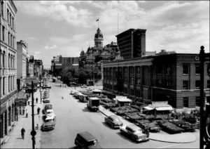 photo of 1950s era street markets at corner of Princess and Bannatyne.