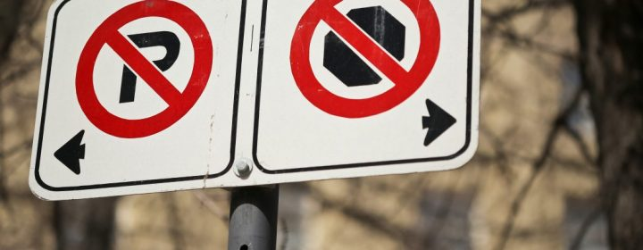 no parking/no stpping signs